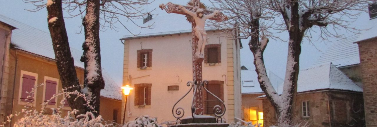 croix eglise neige 01-16